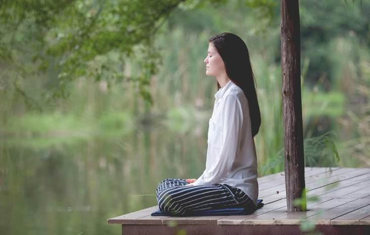 девушка, медитация, природа