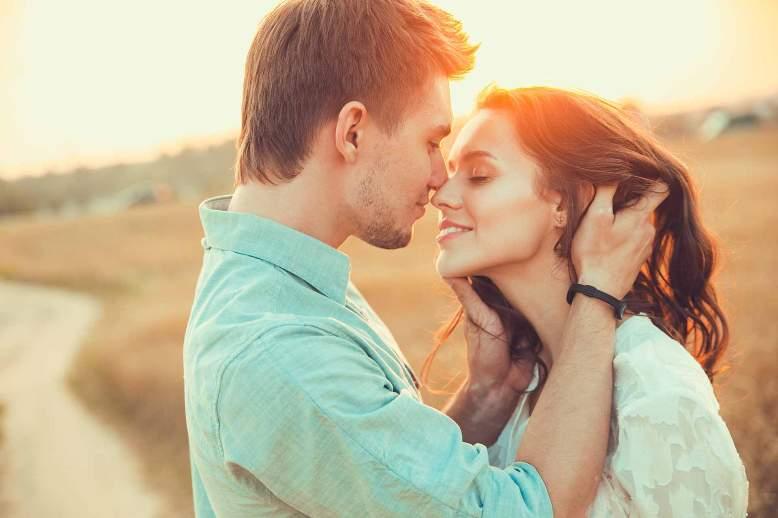 любвоь, объятия, поцелуи