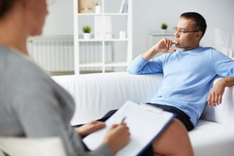 психотерапевт лечит депрессию
