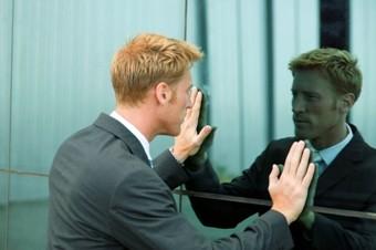 отражение в зеркале, смотреть в зеркало