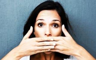 молчать, не говорить, закрыть рот