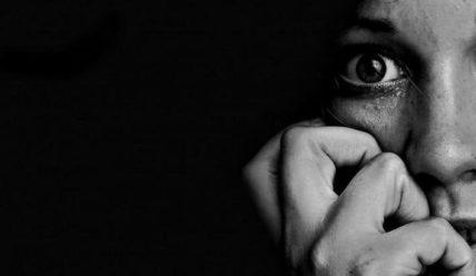 Целители, церковь, психбольница, таблетки и психотерапевт – как я 6 лет лечила невроз