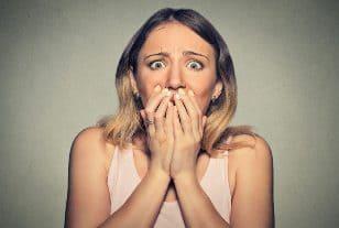 приступ панической атаки у женщины