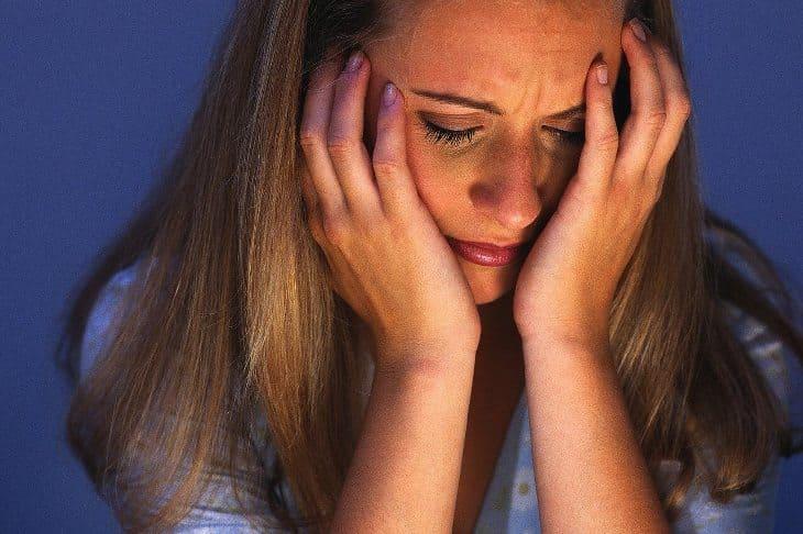 невроз, депрессия у девушки