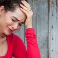 Почему у женщин бывает повышенная плаксивость – симптомы, причины, как лечить