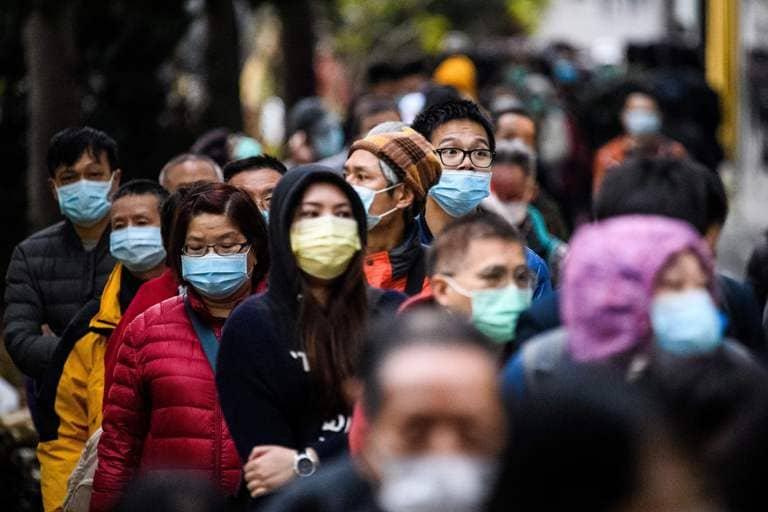 коронавирус на улице люди в масках