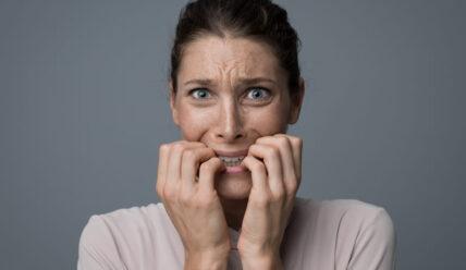 Навязчивый невроз: отчего люди так нервничают?