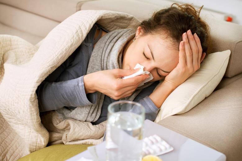 болеть насморком