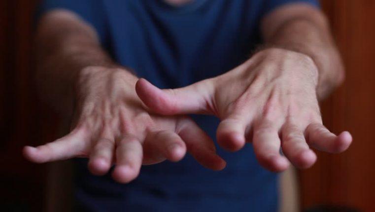 дрожат руки