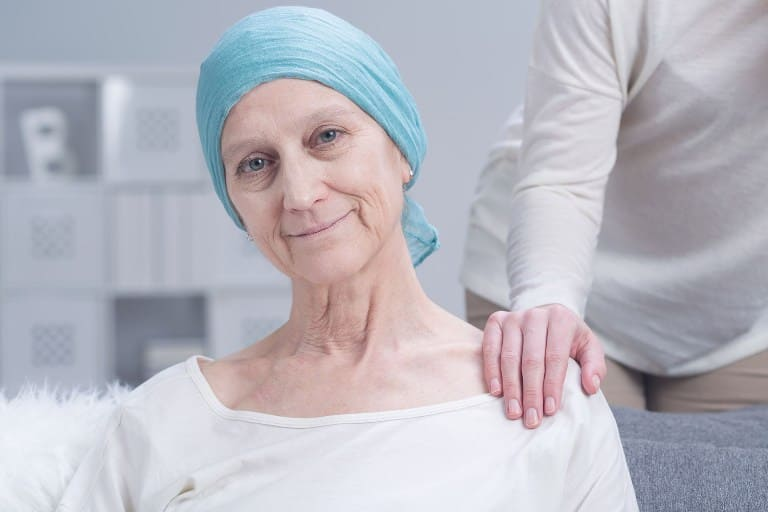 женщина, больная раком