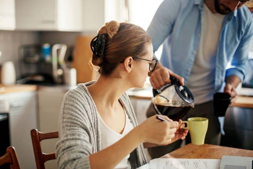 кофе наливать