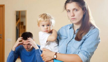 Муж не помогает с ребенком и по дому, как быть и что делать жене