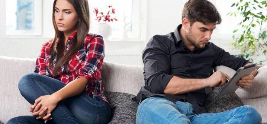 Что делать, если муж не дарит подарки, цветы и не ценит – советы психологов
