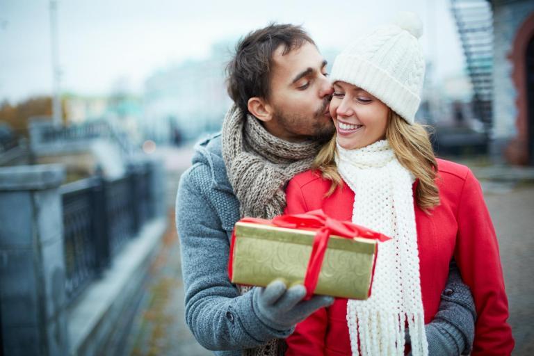 получить подарок от любимого человека