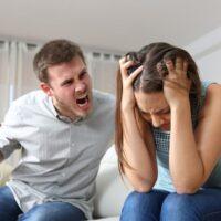 Что делать, если муж стал злым, агрессивным и раздражительным – советы психологов