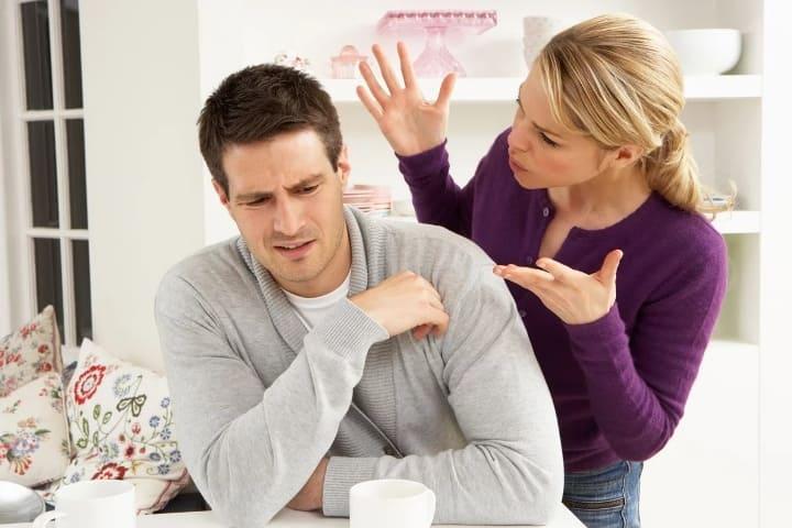 жена кричит на мужа