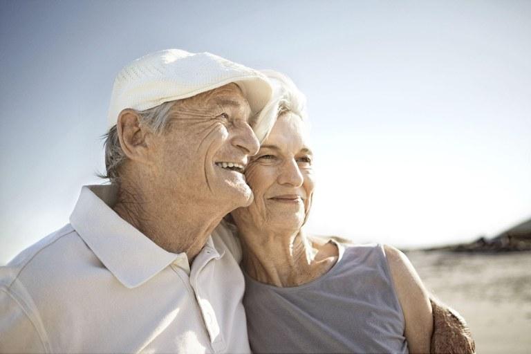 пожилая супружеская пара
