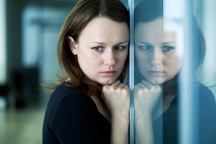 женщина грустная