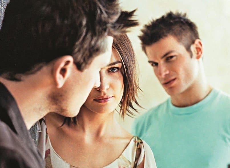 женщина с другим, мужчина ревнует
